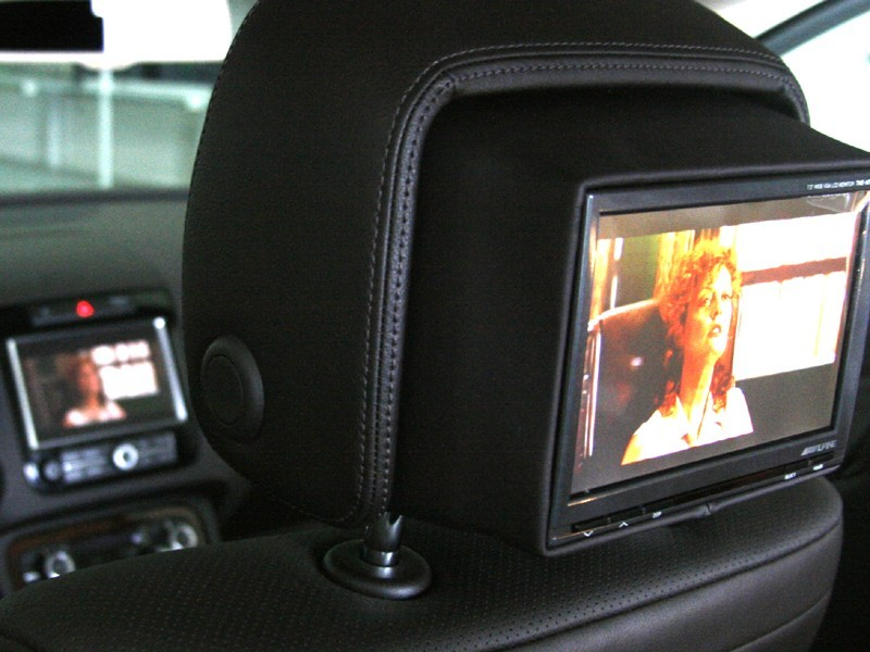 integrated rear seat entertainment kopfst tzen f r vw. Black Bedroom Furniture Sets. Home Design Ideas